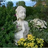 Jardin Feng Shui, poser un Bouddha apporte la sérénité, l'harmonie.