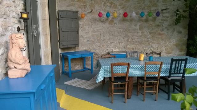 terrasse décorée après les travaux de peinture