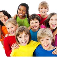 Les enfants aiment jouer d'un instrument de musique et chanter, pensez à les inscrire.